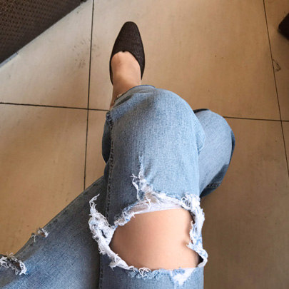 Pre-Damaged Cropped Jeans