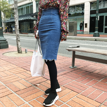 Frayed Hem Pencil Cut Denim Skirt