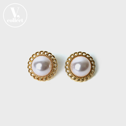 [V,Collect] Round Gold Tone Border Faux Pearl Earrings