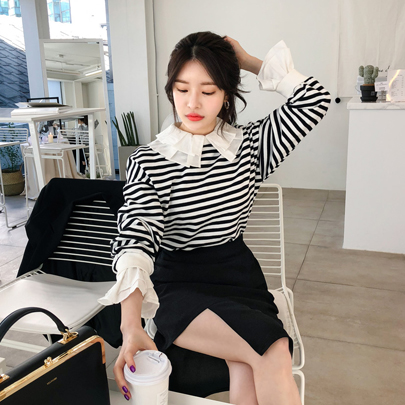 Frilled Collar Striped Sweatshirt