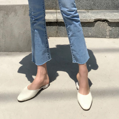 Narrow Round Toe Mules
