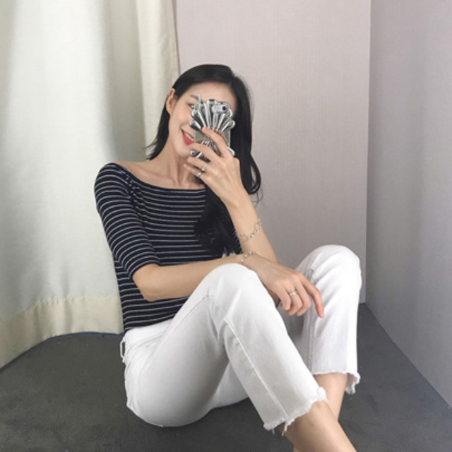 Stretchy Off-Shoulder T-Shirt
