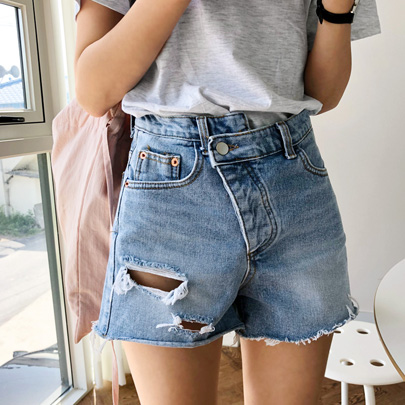 Slashed Raw Hem Denim Shorts