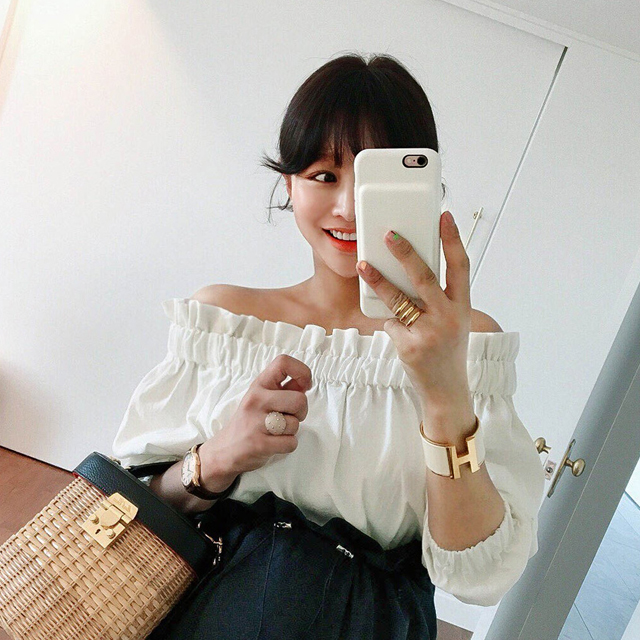 Elastic Off-Shoulder Blouse