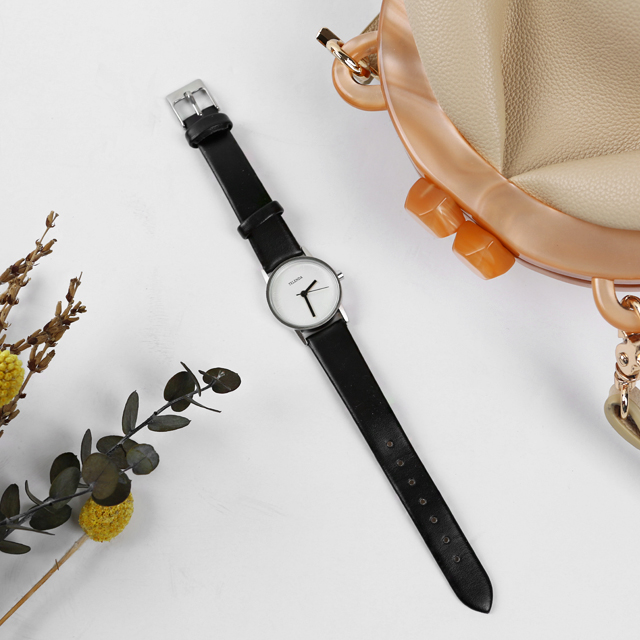 Round Face Faux Leather Wristwatch