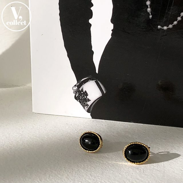 [V,Collect] Onyx Stud Earrings