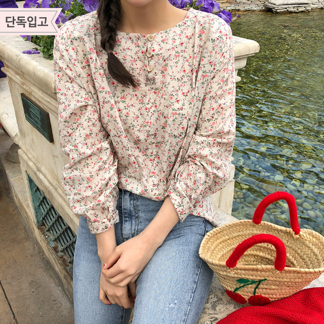 Long Sleeve Floral Button Blouse
