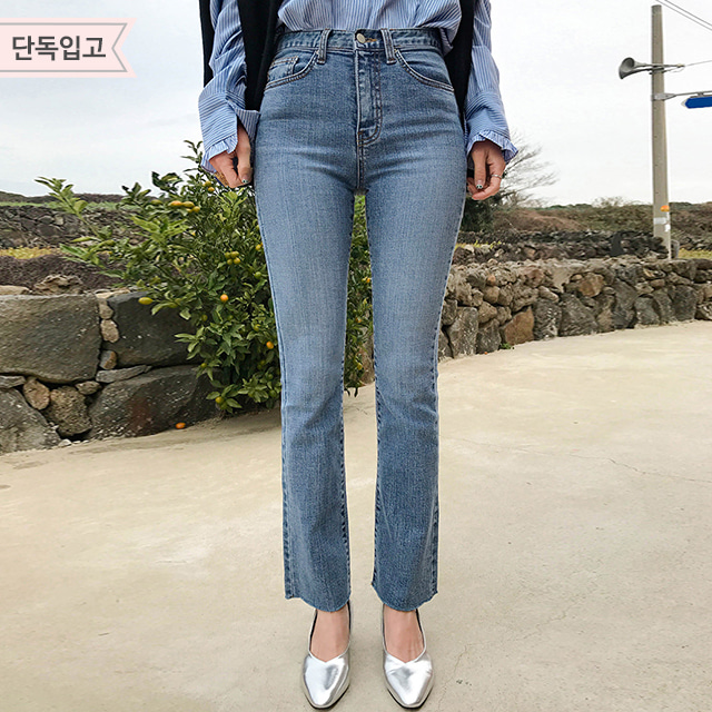 Semi-Bootcut Washed Jeans