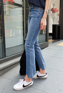 Ripped Mid Rise Jeans
