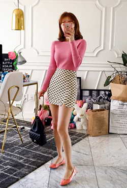 V Pattern Mini Skirt