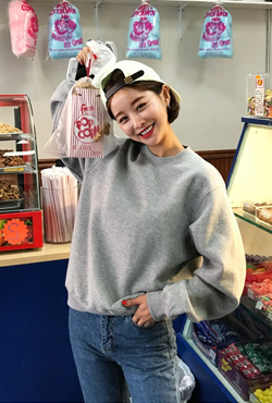 Loose Extended Sleeve Sweatshirt