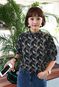 Floral Print Puff Sleeved Blouse