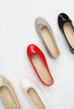 Glossy Ribbon Accent Flats