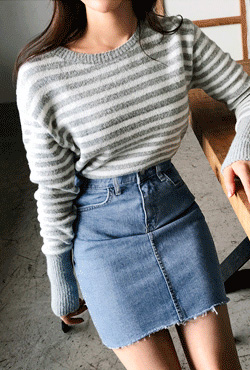 Frayed Hem Mini Denim Skirt