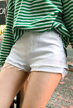Frayed Hem Cotton Shorts