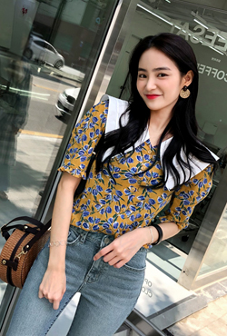 Big Contrast Collar Floral Blouse