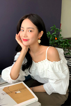 Broderie Anglaise Off-Shoulder Blouse