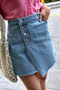 Asymmetric Hem Buttoned Denim Skirt