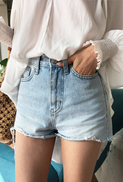 Frayed Hem Faded Denim Shorts