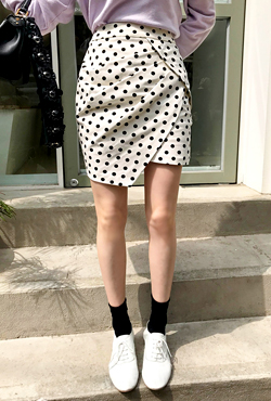 Polka Dot Uneven Hem Skirt