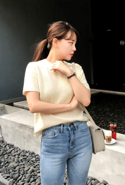 Round Neck Short-Sleeved Knit Top