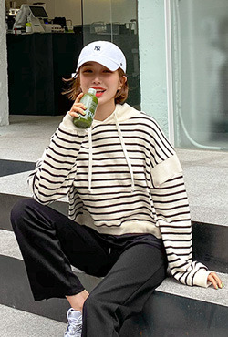 Relaxed Fit Cropped Stripe Hoodie