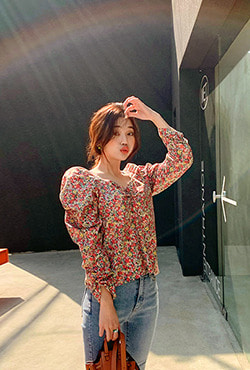 Puff Shoulder Floral Blouse